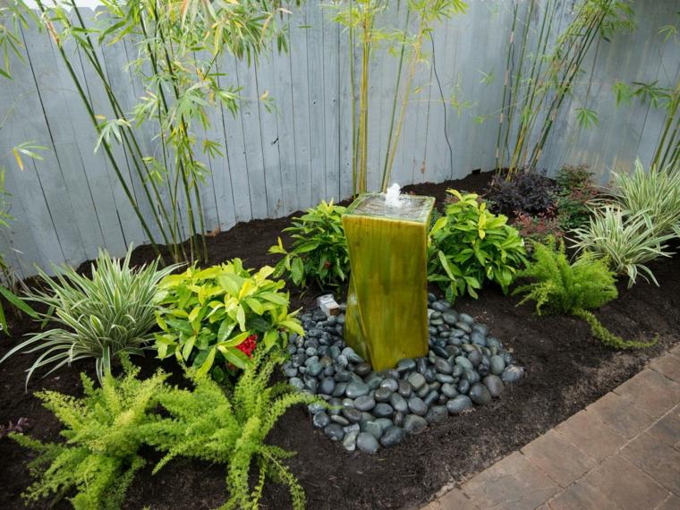 estupenda fuente estilo oriental amarilla