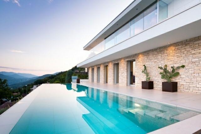 estupenda piscina borde vistas monte