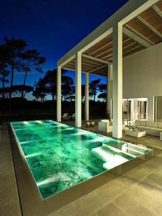 estupenda piscina fondo marmol luces