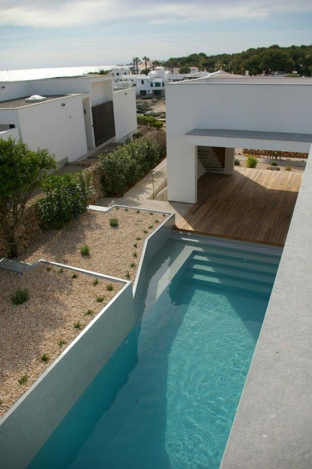 estupenda piscina nivelada escaleras madera