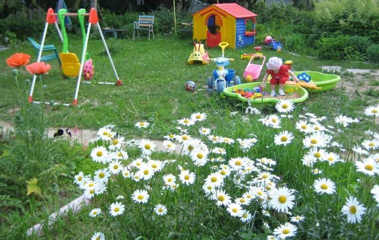 estupendo jardin columpios plástico margaritas