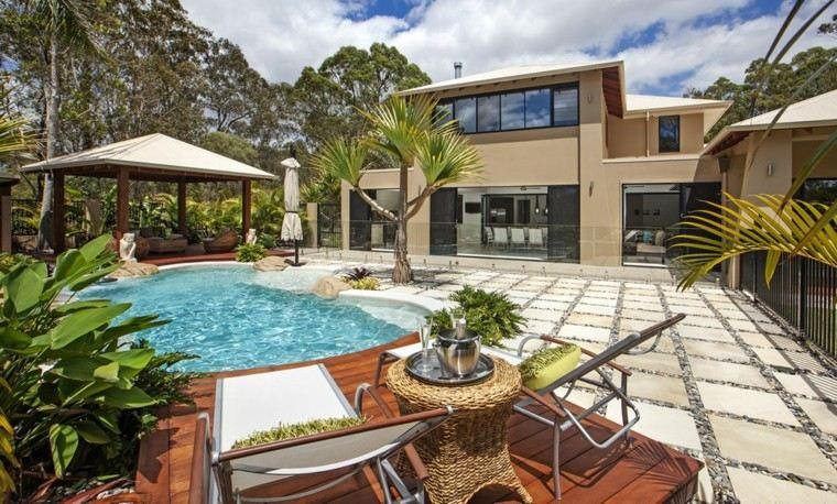 estupendo jardin piscina link pergola