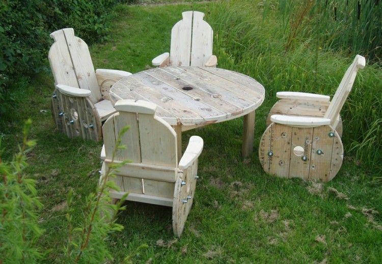 exterior mobiliario ruedas madera hierbas