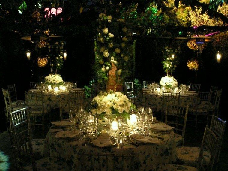 fiesta cena nocturna romántica jardin
