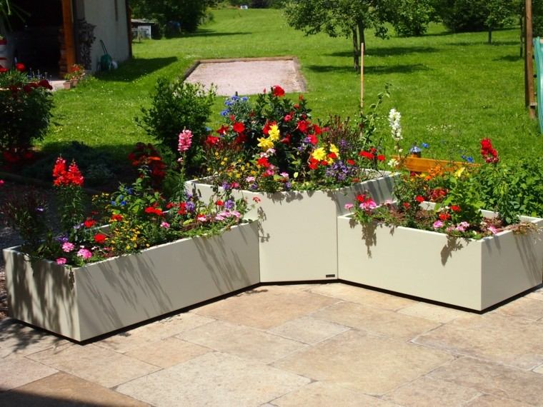 Macetas jardineras y plantas preciosas en el jard n - Imagenes de jardineras ...