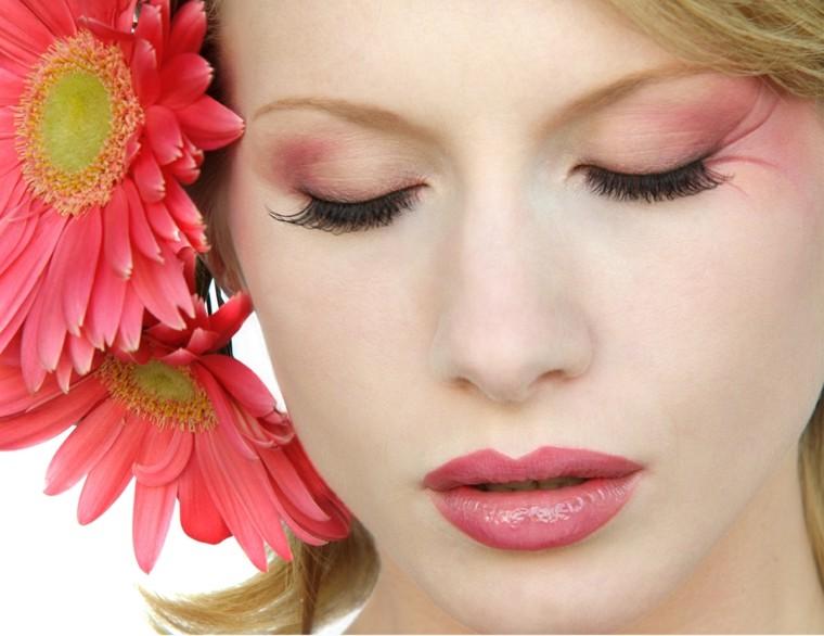 flores rojas maquillage verano delicado