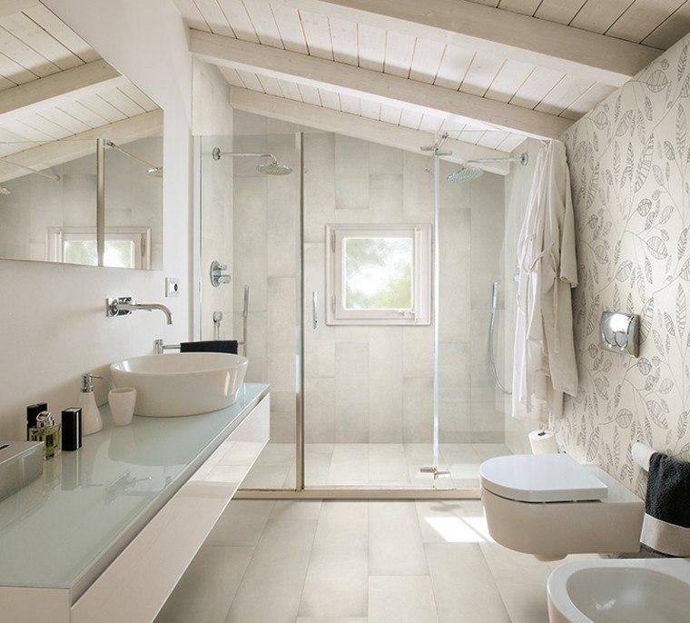 foto baño no veo paredes