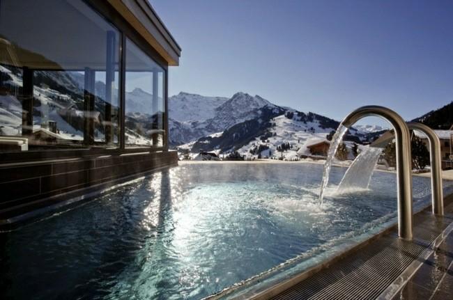 fuente agua mineral congelada montaña