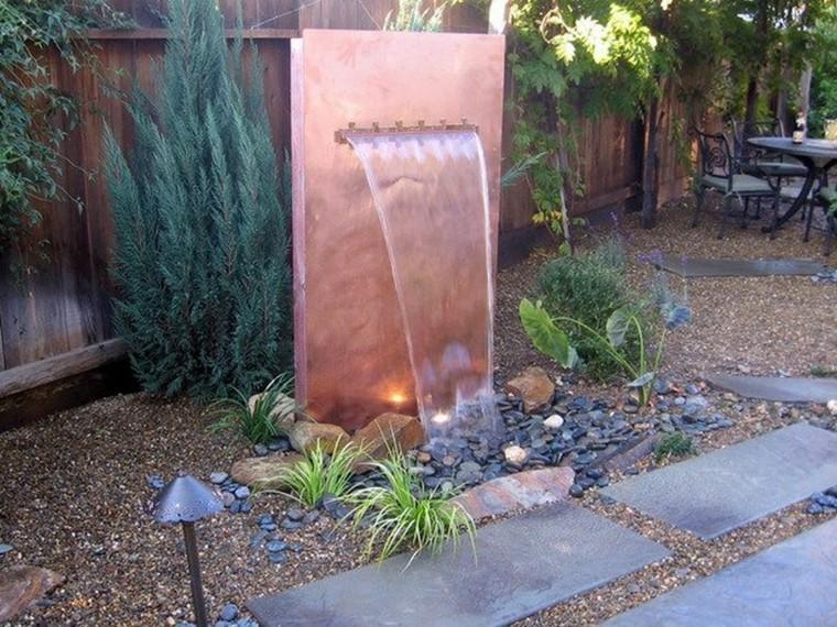 fuente cascada moderna cobre piedras