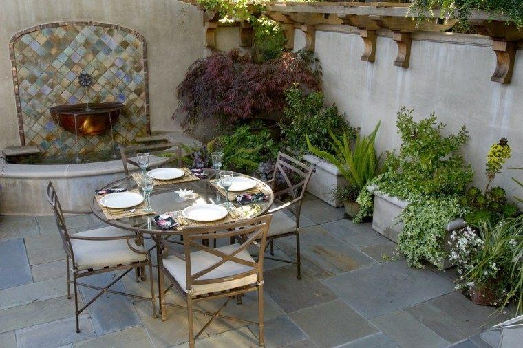 fuente estilo clasico terraza moderna