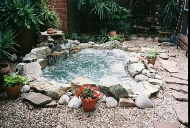 Jacuzzi exterior cincuenta ideas espectaculares for Piedra artificial para piscinas