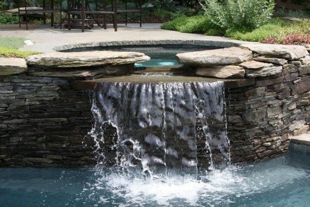 fuente piedra catarata jacuzzi agua