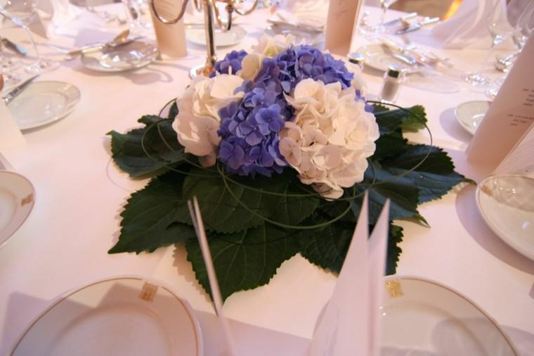 hojas cama flores mesa decoracion ideas