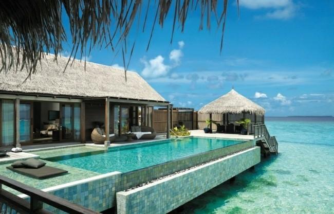 hotel caribe piscina borde mar