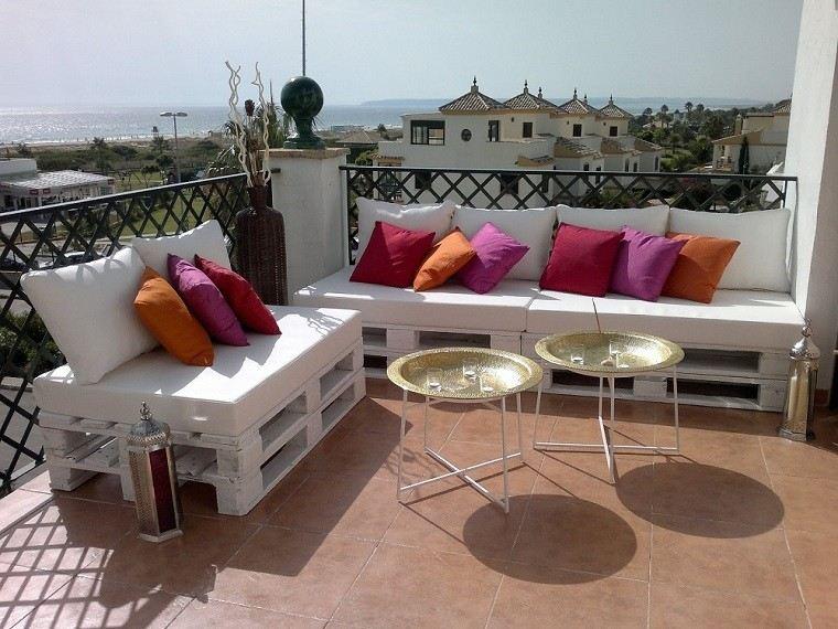 Sofas baratos hechos con pal s pr cticos y funcionales for Sofas terraza baratos