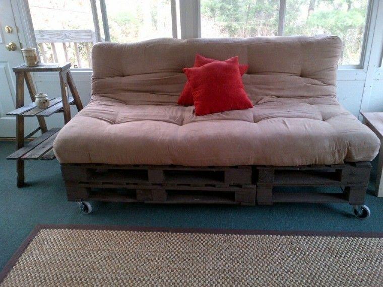 interior rojo cojin mesa funcional ruedas