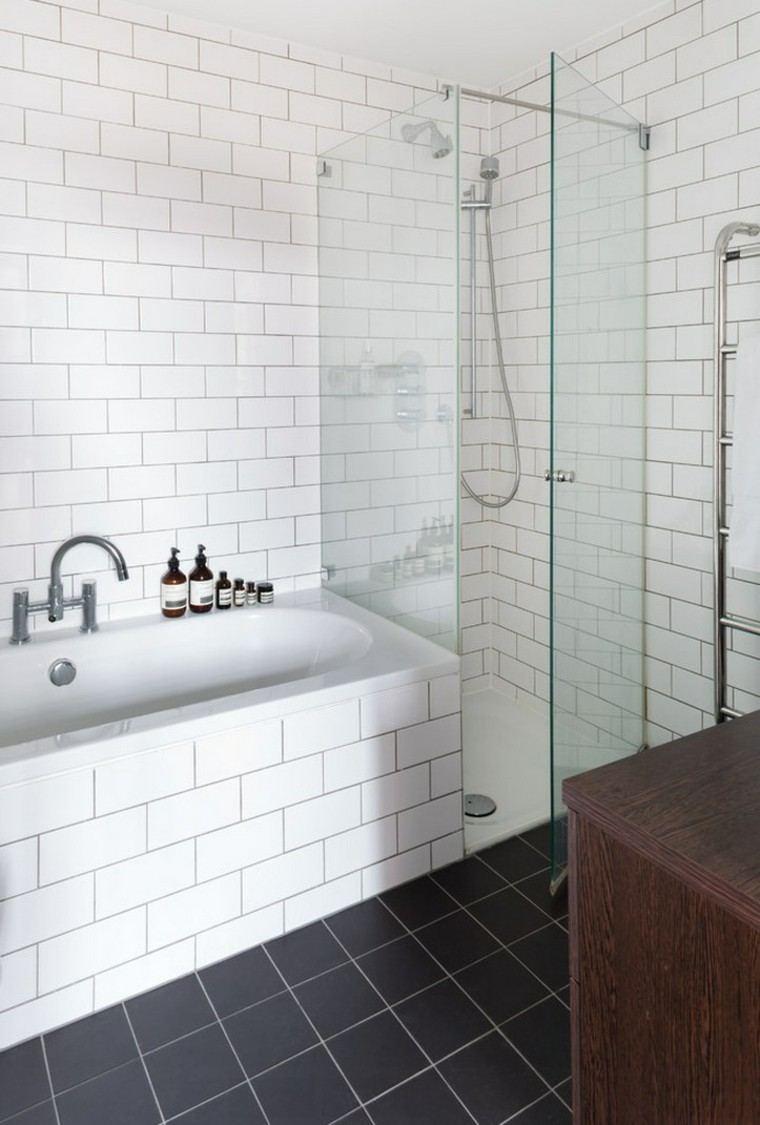 interiores minimalistas banos losas blancas negras ideas