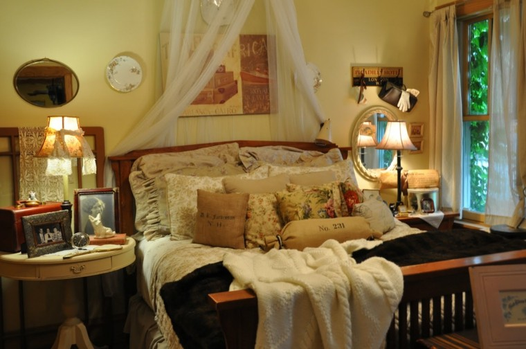 invitados habitacion lamparas cuadros cortinas