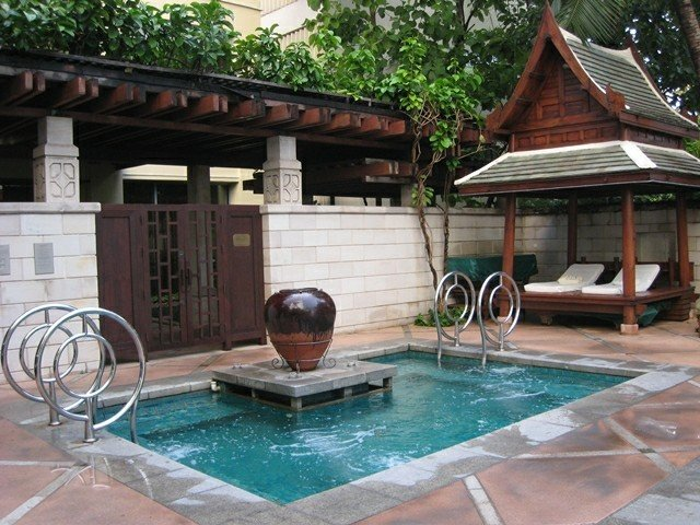 Jacuzzi exterior cincuenta ideas espectaculares - Jacuzzi para jardin ...