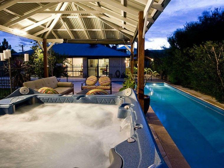 jacuzzi hidromasaje pergola jardin piscina