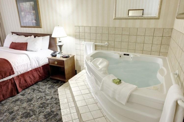 Jacuzzi interior toda una experiencia spa en tu habitaci n for Modelos jacuzzi exterior