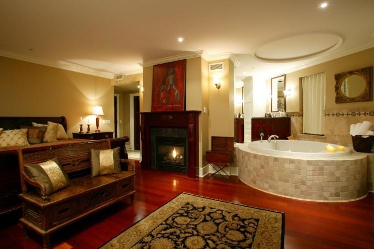 jacuzzi interior madera suelo alfombra