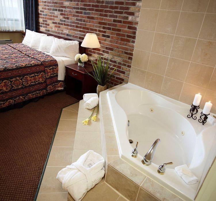 Jacuzzi interior toda una experiencia spa en tu habitaci n for Decoracion de jacuzzi exterior