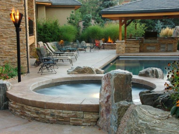 jacuzzi jardines y un mundo de relax en tu patio On jardines pequenos con jacuzzi