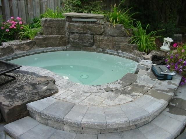 jacuzzi esquina fuente cascada piedra
