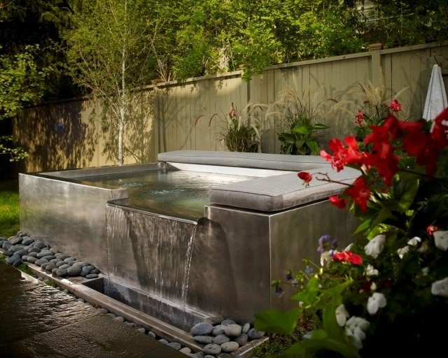 Jacuzzi exterior cincuenta ideas espectaculares for Cascada exterior