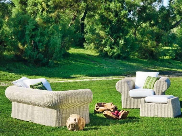 jardin amplio sofa sillones mimbre ideas