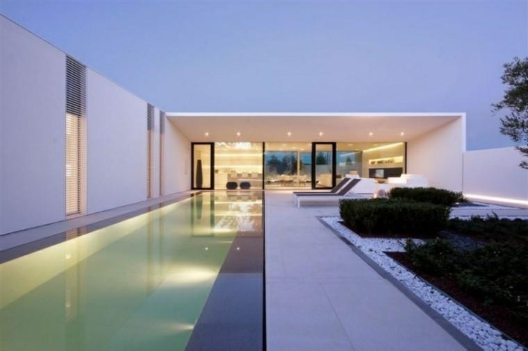 jardin baldos pulidos blancos tumbonas piscina ideas