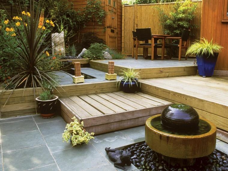 jardin decorado pequeno fuenta original ideas