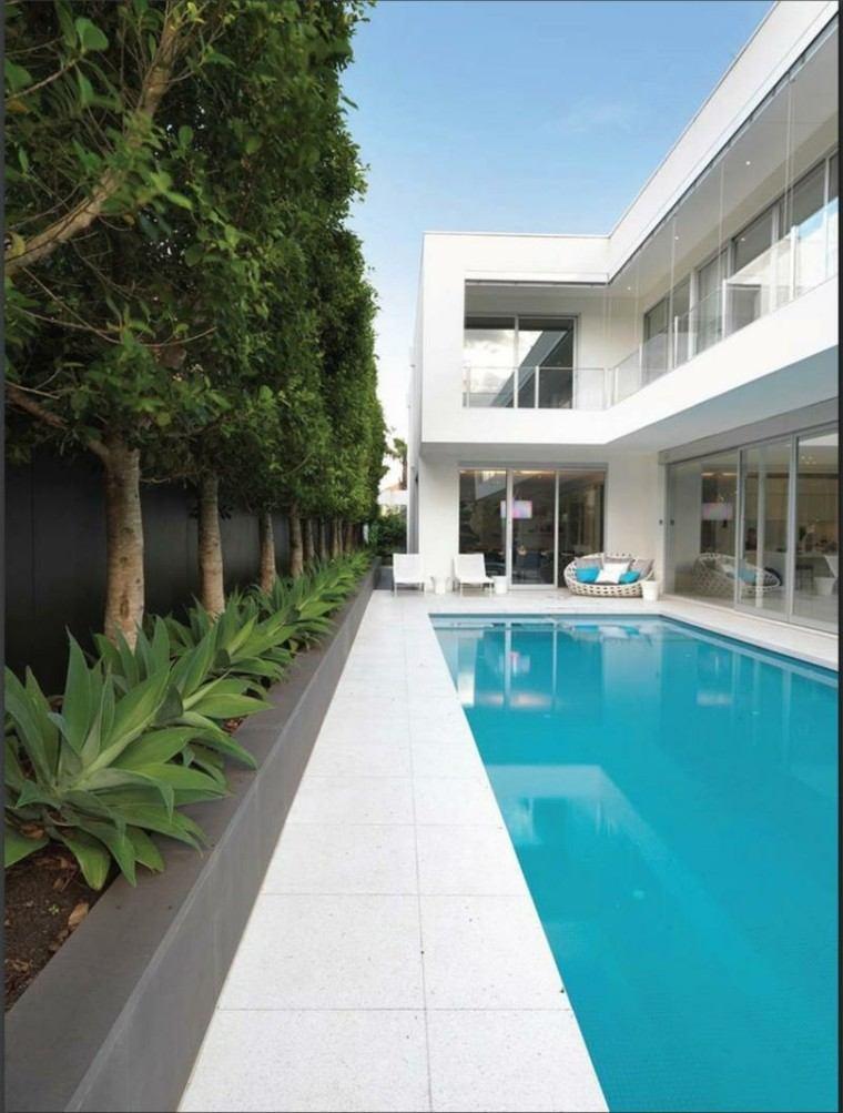 jardin largo estrecho suelo losas piscina ideas