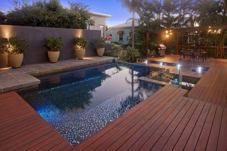 jardin madera mosaico piscina