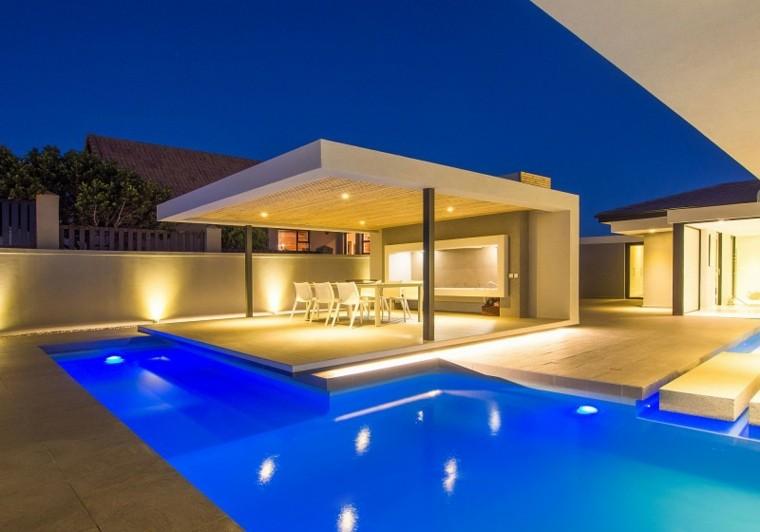 Modelos de dise os paisajistas con piscina 75 ideas - Casas modernas con piscina ...