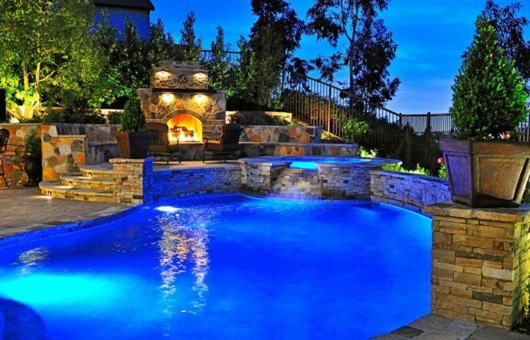 jardin noche piscina cataratas luces