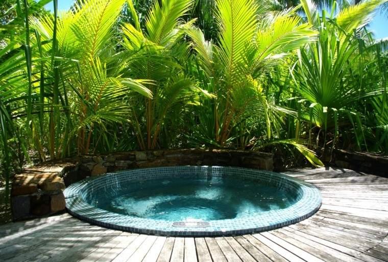 jardin palmeras tropical jacuzzi mosaico ideas