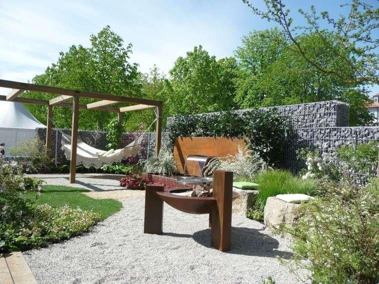 jardin pequeno lugar fuego hamaca fuente ideas