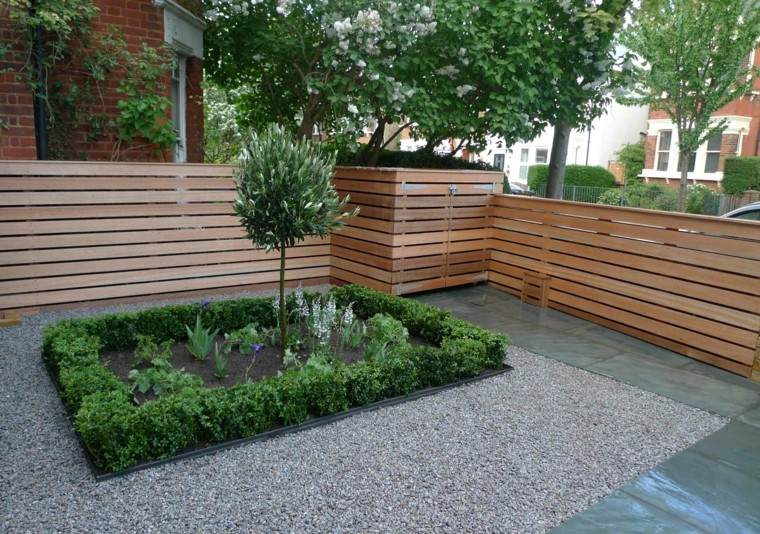 jardin pequeno piedras arbol valla madera ideas