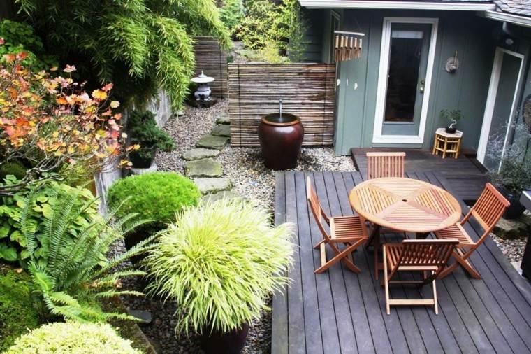 jardin pequeno plantas mesa sillas teca ideas