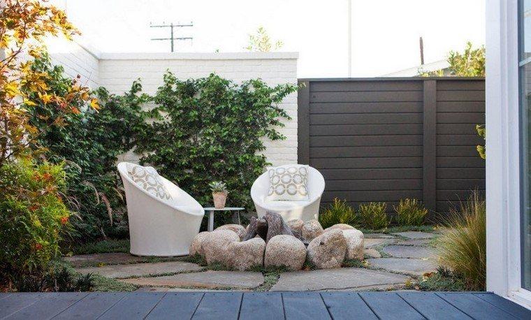 Ideas creativas jardines peque os muy modernos for Sillas jardin blancas