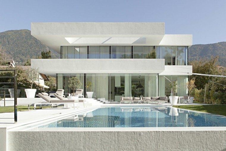 diseño jardin piscina mosaico blanco