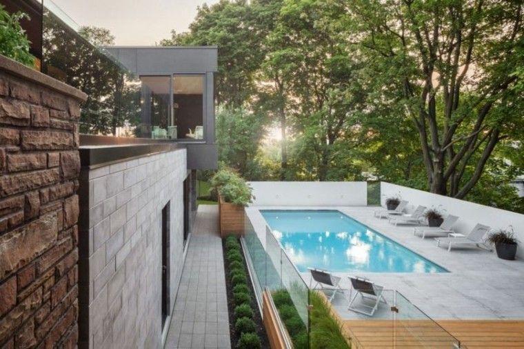 jardin piscina pequena tumbonas plantas ideas