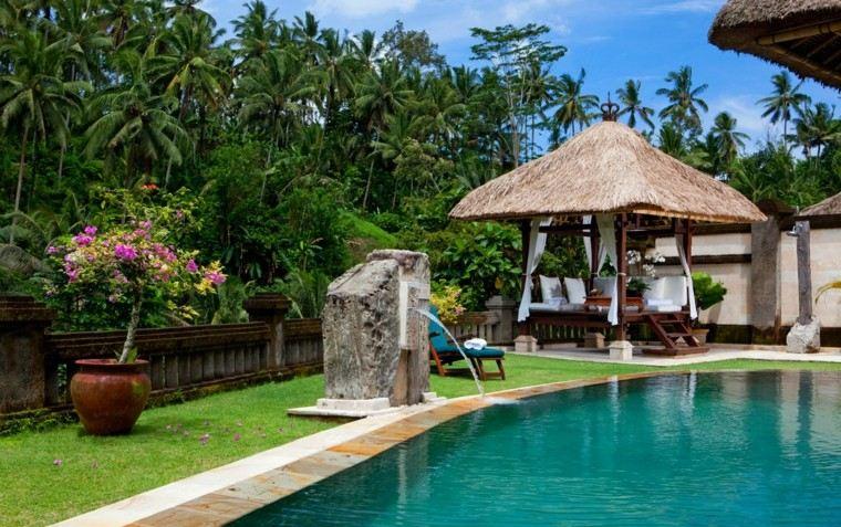 jardin estilo tropical muchas palmeras