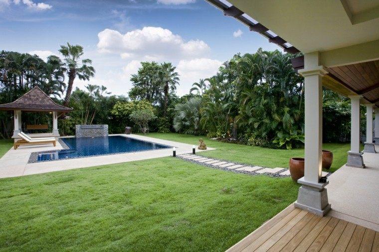 jardines amplios cesped camino losas tumbonas pergola ideas