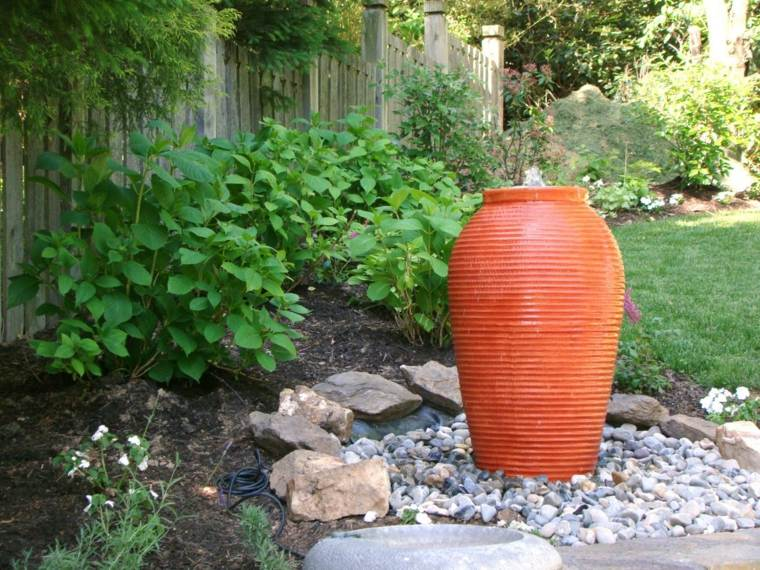 jarron color naranja fuente agua
