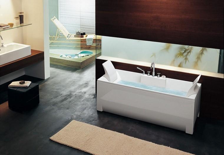 Baños Grandes Lujosos:Pisos pequeños con paredes de ladrillo y diseño moderno