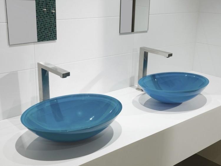 dos lavabos vidrio color azul