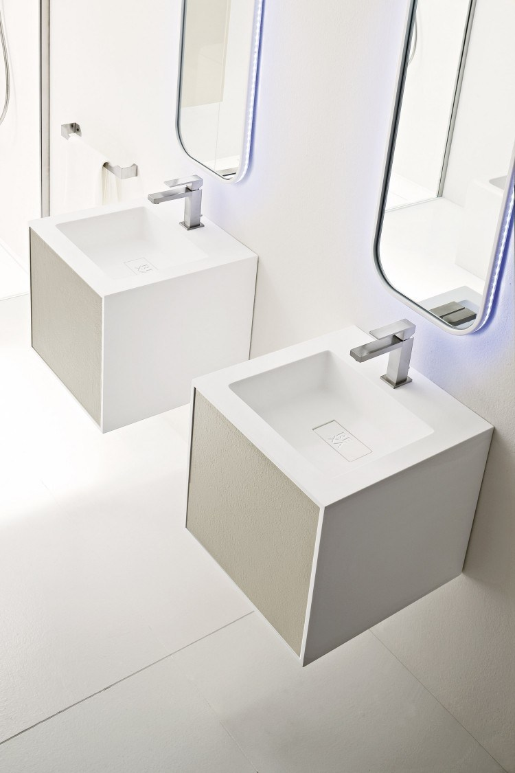 led borde blanco azulado baño